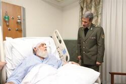 وزیر دفاع از حجتالاسلام شهیدی محلاتی عیادت کرد