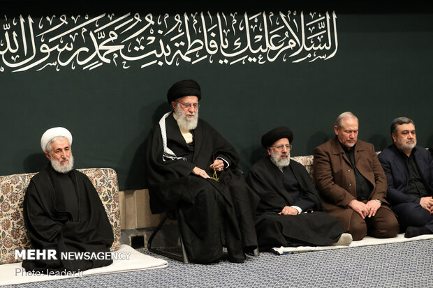 Leader hosts mourning ceremony for Hazrat Fatemeh