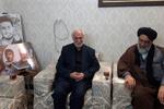 دیدار رییس ستاد دهه فجر تهران با خانواده محافظ سردار سلیمانی