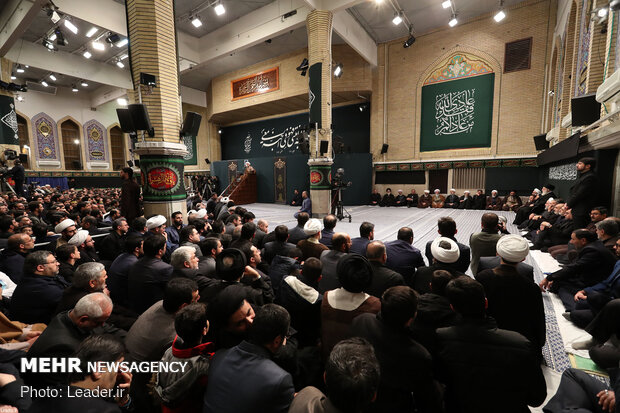 قائد الثورة يحضر اقامة مراسم ذكرى استشهاد فاطمة الزهراء (س)