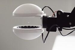 رباتی که بدون لمس اشیا آنها را جابجا می کند