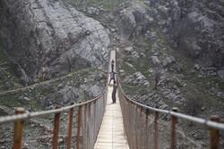 پاردہ اور اردود گاؤں کے باشندوں کا دریائے کارون سے سخت اور مشکل عبور