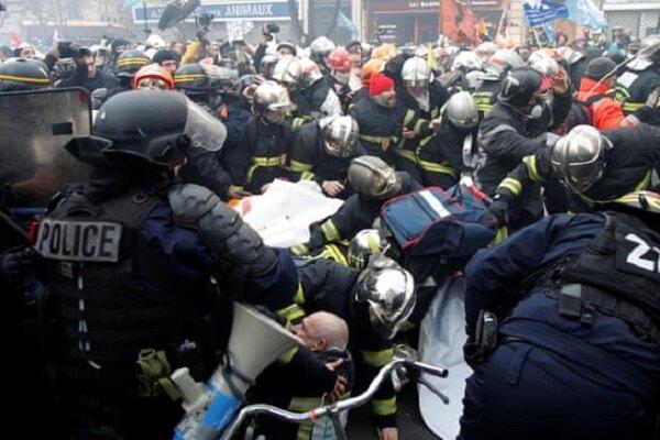 فرانسه آتش نشانان معترض را سرکوب کرد