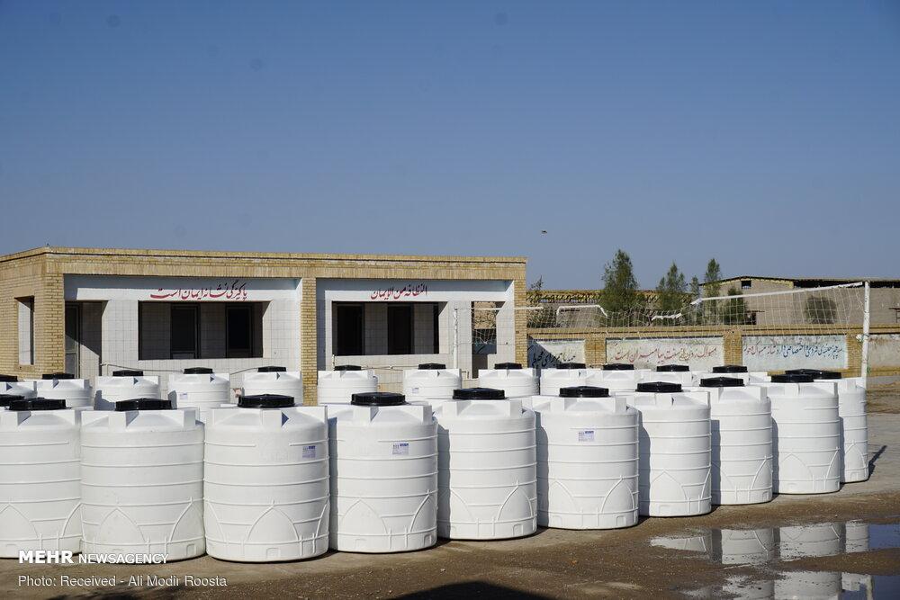 تأمین ۱۰۰ تانکر آب برای زلزلهزدگان اندیکا/۵۰۰بسته غذایی توزیع شد