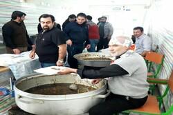 ۵ هزار غذای نذری در  پارس آباد توزیع شد