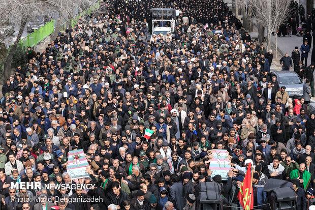 تشییع و خاکسپاری پیکر ۳ شهید گمنام در یزد