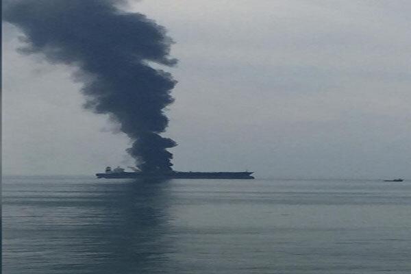 ماجرای آتش سوزی نفتکش در سواحل شارجه امارات چه بود؟