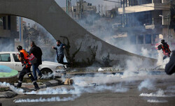 حمله صهیونیستها با گاز اشک آور به فلسطینیها دهها مصدوم برجای گذاشت