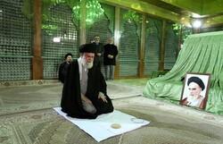 Leader pays tribute to Imam Khomeini on anniv. of Islamic Revolution