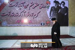 VDIEO: Leader's visit to Imam Khomeini mausoleum