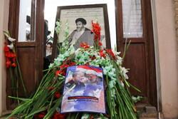قم میں حضرت امام خمینی (رہ) کے گھر پر پھول چرھائے گئے