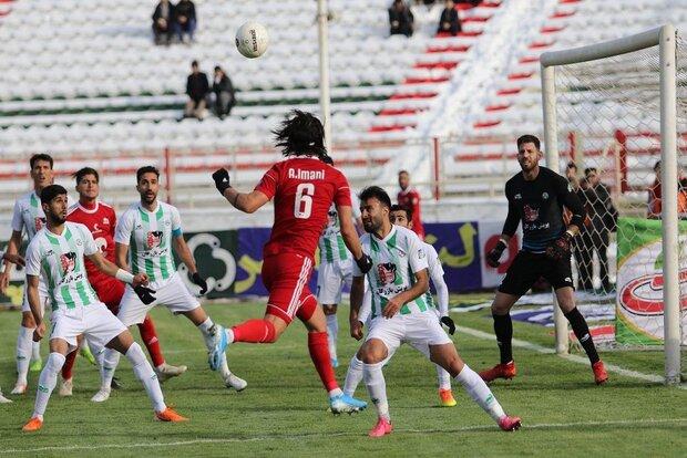 مجلس به شروع لیگ فوتبال ورود می کند/ انتقاد از رویه وزارت ورزش