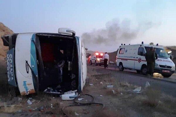 واژگونی اتوبوس در جاده پارسیان- بندرعباس دو مجروح برجا گذاشت