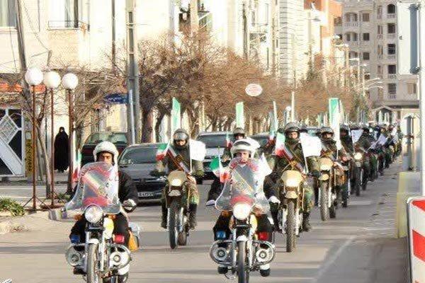 موتورسواران یگانهای نظامی تا گلزار شهدای قزوین رژه  رفتند
