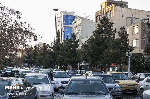 زور معیشت به کرونا چربید/ مسافربرهای شخصی در شیراز فعالند
