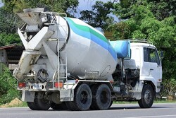 درخواست فعالان صنعت ساخت برای تردد بونکرهای بتن در طول روز