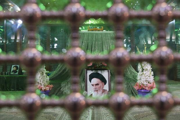 قادة القوة الجوية في الجيش الايراني يجدّدون ميثاقهم مع الإمام الخميني (ره)