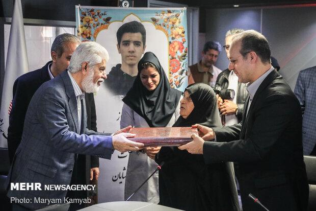 تقدیر از خانواده مرحوم شایان عابدی جهت احداث بخش مراقبت های روزانه بیمارستان حضرت علی اصغر(ع)
