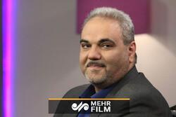 انتقاد مجری تلویزیون از جواد خیابانی در برنامه زنده
