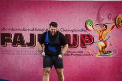 قهرمان ایران در پنجمین دوره مسابقات وزنه برداری جام فجر