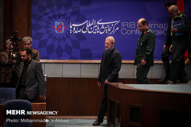 ورود علی لاریجانی رئیس مجلس شورای اسلامی به همایش بین المللی بیانیه گام دوم انقلاب