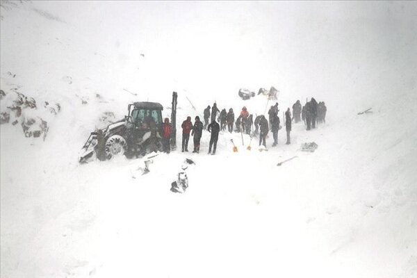 Turkey: Avalanche hits rescuers searching for earlier victims