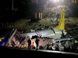 ترکی میں مسافر بردار طیارہ رن سے پھسل کر 3 ٹکڑوں میں تقسیم ہوگیا
