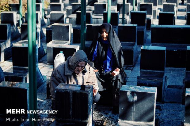 مراسم گلباران و عطرافشانی مزار مطهر شهدا در همدان