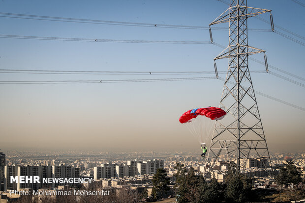 Parachuting from Milad Tower on occasion of Islamic Rev. anniv.