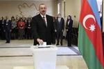 Azerbaycan seçimlerinin galibi Aliyev'in partisi YAP