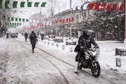 رشت میں شدید برف باری