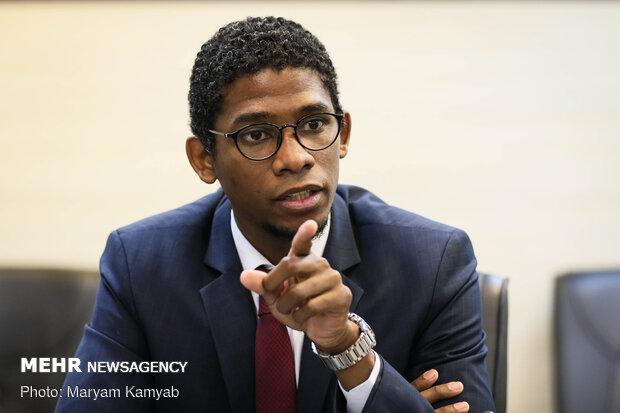 گفتگو با ریاست دفتر کنسولی و مطبوعاتی سفارت کوبا