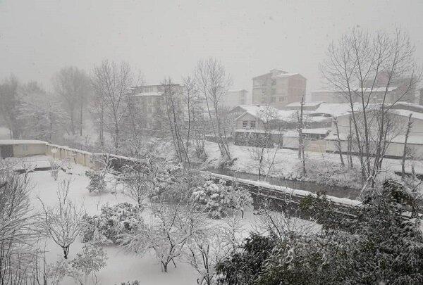 ایران کے مختلف شہروں میں بارش اور برف باری