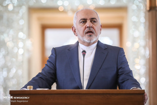 Zarif underscores avoiding politicization of flight 752 tragedy