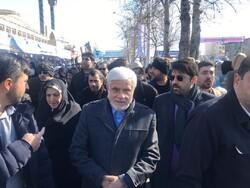 «عارف» در جمع راهپیمایان تهرانی حاضر شد