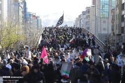 تابوت تروریستهای آمریکایی روی دست راهپیمایان پایتخت/ اهتزار پرچم «حکومت مهدی»