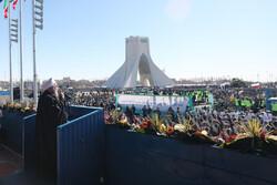 Tahranlı vatandaşlardan muhteşem 11 Şubat yürüyüşü