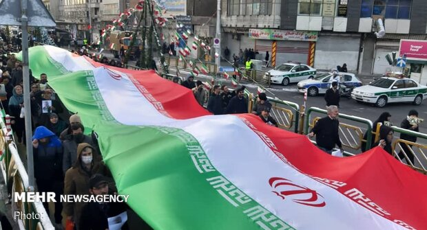 Massive turnout of people to mark 41st victory anniversary of Islamic Revolution