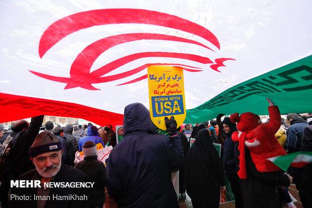 راهپیمایی باشکوه مردم بوشهر در کنار خلیج فارس برگزار شد