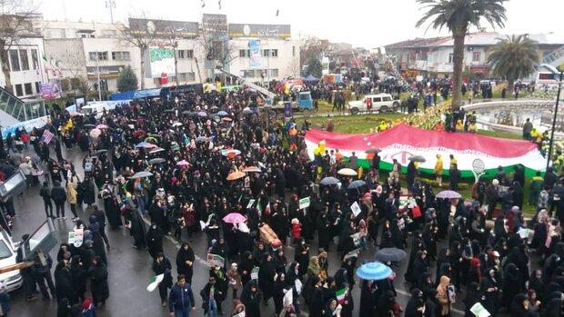 گلستانی ها درزیر برف و باران باآرمان های انقلاب تجدید میثاق کردند