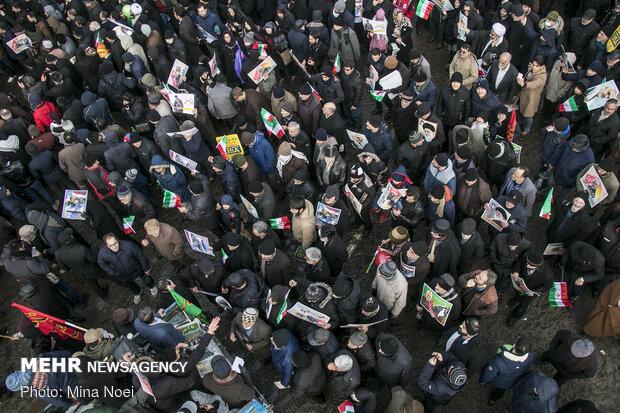 حضور ملت ایران در صحنه تمامی معادلات دشمن را بر هم زد