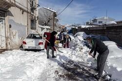 رشت میں برف باری سے عوام کو مشکلات کا سامنا