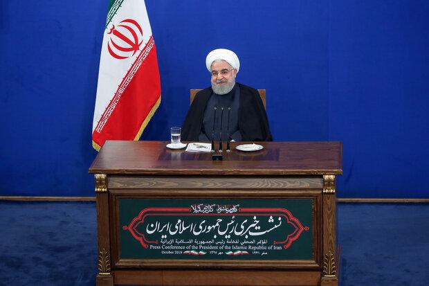 الرئيس الإيراني يعقد مؤتمرا صحفيا بحضور مراسلين محليين واجانب