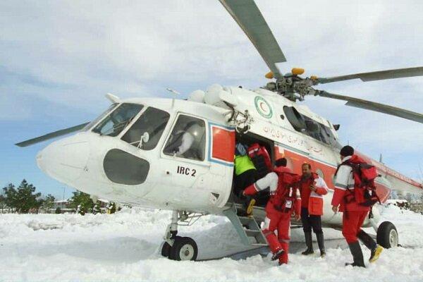 نان ۹ روستای محاصره در برف خلخال با بالگرد تأمین میشود