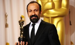 "Director Asghar Farhadi accepts his Oscar for Best Foreign-Language Film for ""A Separation"" during the 84th Academy Awards in Hollywood, California February 26, 2012. (Getty Images/Jason Merritt)"