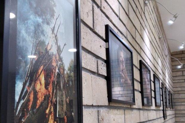 نمایشگاه گروهی عکس «۳۰ نگاه از ۲۰ عکاس» در گناوه افتتاح شد
