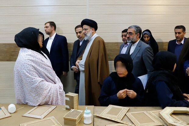 بازدید رئیسی از ندامتگاه زنان/ دستور پیگیری وضعیت زندانیان