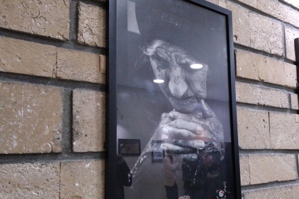 نمایشگاه گروهی عکس «30 نگاه از 20 عکاس» در گناوه افتتاح شد
