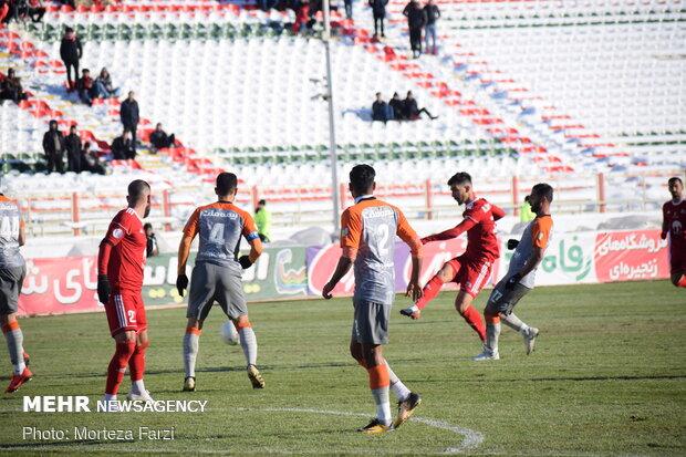 انتقاد یک نماینده طرفدار تراکتور از شروع لیگ برتر فوتبال
