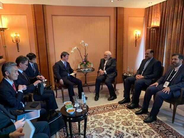دیدار وزیر خارجه ژاپن و رئیس گروه مردم در پارلمان اروپا با ظریف